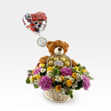 Arreglo Floral en canasta con peluche y chocolates (FO-8)