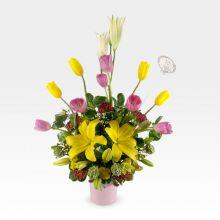 Arreglo floral de cumpleaños con tulipanes & lirios (AR-45)