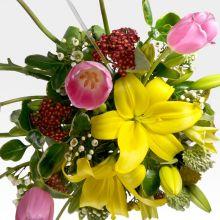 Arreglo floral de cumpleaños con tulipanes & lirios (AR-45) - #1